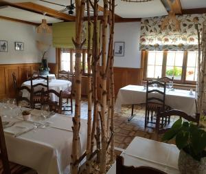 Restaurant ou autre lieu de restauration dans l'établissement Hôtel Restaurant le Gruyérien