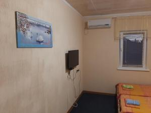 A television and/or entertainment center at Jasmin Guest-House