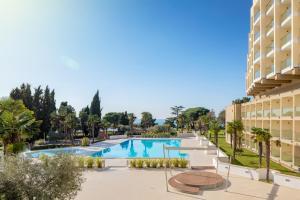 Der Swimmingpool an oder in der Nähe von Hotel Materada Plava Laguna
