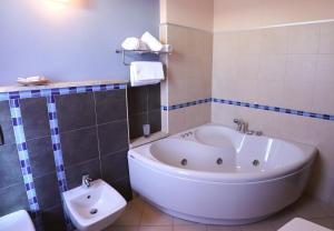 Ванная комната в Janus Hotel