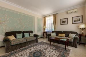 A seating area at Borovnitsa Hotel