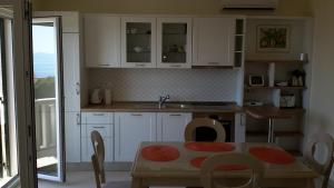 A kitchen or kitchenette at Haus Mediterrane