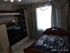 A bed or beds in a room at 1-комнатная квартира на Нижней Дуброве
