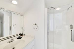 A bathroom at 7 Black Duck - Top Notch Views & Amenities in a Private Oceanfront Oasis