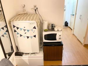 A kitchen or kitchenette at BEST PLACE IN SHINJUKU 無料Wifi キッチン設備 ワークデスク有