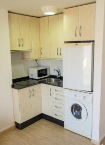 A kitchen or kitchenette at Aparthotel Villas La Manga