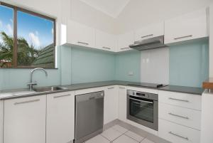 A kitchen or kitchenette at 6/34 Lawson Street - Balcony on Lawson