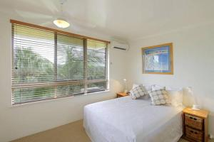 A bed or beds in a room at 7/110 Lighthouse Road - Byron Breeze