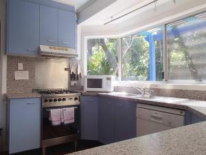 A kitchen or kitchenette at 1/46 Paterson Lane - Paterson Lane