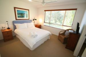 A bed or beds in a room at 3/54 Lawson St - The Palms 3