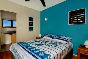 A bed or beds in a room at 2b Manfred St - The Wave House