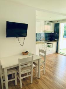 A television and/or entertainment center at Apartaments Sa Torre