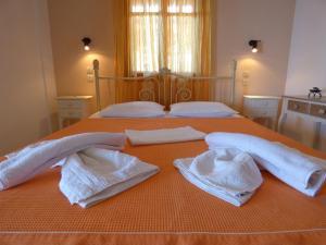 Ένα ή περισσότερα κρεβάτια σε δωμάτιο στο Odyssia near the Seaside