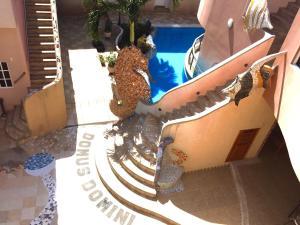 Ein Blick auf den Pool von der Unterkunft Eco Hotel Katarma oder aus der Nähe