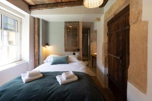 A bed or beds in a room at Appartement A Travers Champs avec Sauna