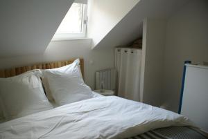 A bed or beds in a room at La Cour Soubespin
