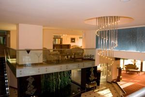 A kitchen or kitchenette at Hotel Skalite