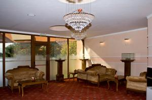 A seating area at Hotel Skalite