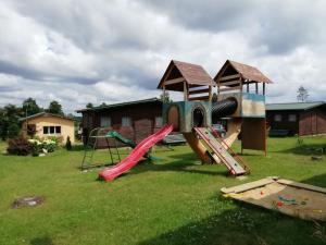 Plac zabaw dla dzieci w obiekcie Ośrodek wczasowy Raciąż