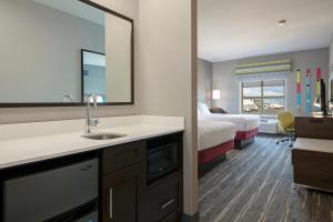 A bathroom at Hampton Inn by Hilton Kamloops