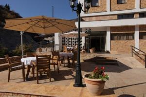 A restaurant or other place to eat at Hotel Kratis