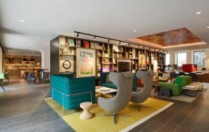 De lounge of bar bij citizenM Amstel Amsterdam