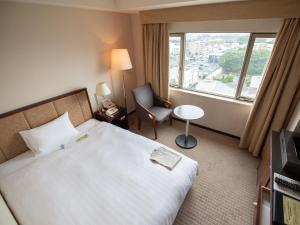 A bed or beds in a room at HOTEL JAL City Tsukuba