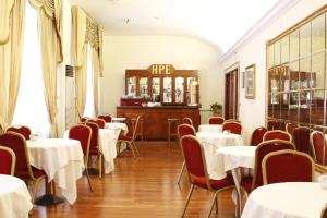 A restaurant or other place to eat at Hotel Pace Helvezia