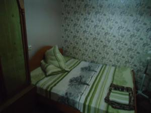 A bed or beds in a room at На Комсомольской