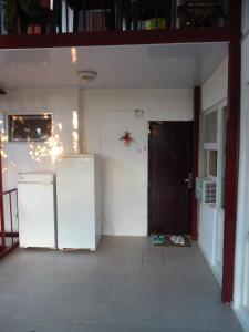 A kitchen or kitchenette at На Комсомольской