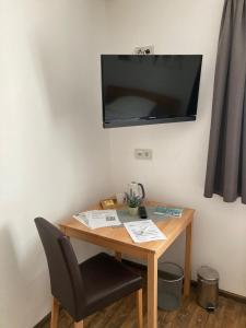 A television and/or entertainment center at Pension Zur Alten Post