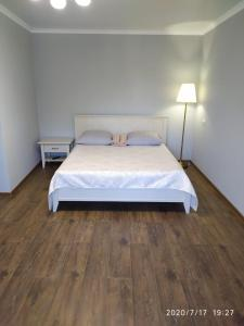 A bed or beds in a room at Apartment on Kommunistichesky