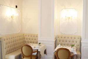 Een zitgedeelte bij Hotel Villa Pinciana
