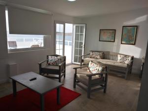 A seating area at Apartamentos Rocamar el Medano