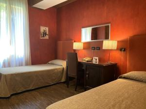 A bed or beds in a room at Hotel Il Guercino