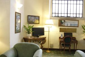 A seating area at Hotel Viminale