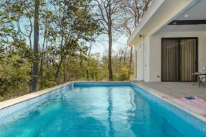 The swimming pool at or near Ocean Breeze House - Modern Villa W/Pool Sleeps 4