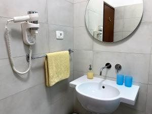 A bathroom at Villa Mihaela Apartments in Porec