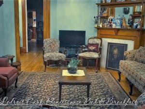 A seating area at Ledroit Park Renaissance Bed and Breakfast