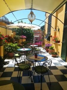 A restaurant or other place to eat at Locanda Il Maestrale