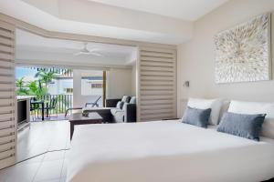 A bed or beds in a room at Mantra French Quarter Noosa