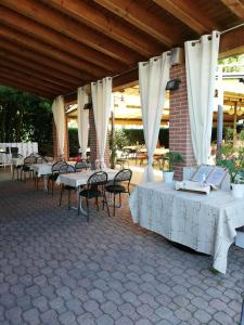 A restaurant or other place to eat at Albergo Villa Eva