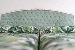 Un pat sau paturi într-o cameră la Apartamentos Mayor Centro