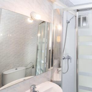 A bathroom at Apartamentos Mayor Centro