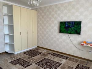 A television and/or entertainment center at Рынок
