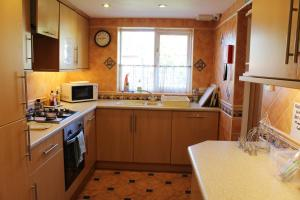 A kitchen or kitchenette at Parkside Guest House