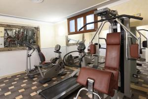The fitness center and/or fitness facilities at Relais La Corte di Cloris