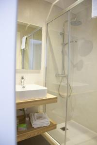 A bathroom at Hotel Venezia