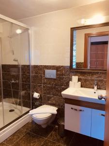 A bathroom at Diva Hotel