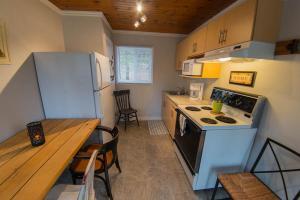 A kitchen or kitchenette at Safe Haven Cottage Resort